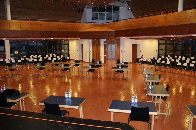Grossansicht in neuem Fenster: Saal Parlamentarische Bestuhlung