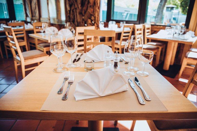 Grossansicht in neuem Fenster: Tisch gedeckt